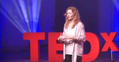 Cultural difference in business | Valerie Hoeks | TEDxHaarlem